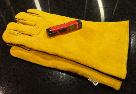 Gloves and temperature device